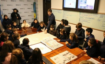Estudiantes del Colegio Cervantes visitaron el palacio municipal y fueron recibidos por Luis María Mariano