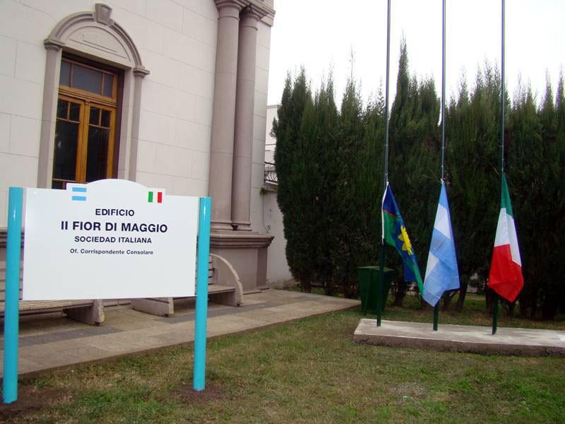 Se llevo a cabo el acto por el día de la República y el Inmigrante Italiano