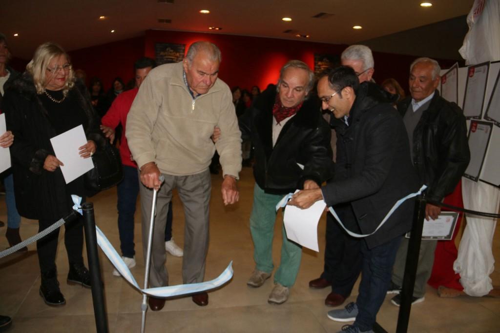 Pisano estuvo presente en la apertura de la muestra 100 años de Pasión Gallega