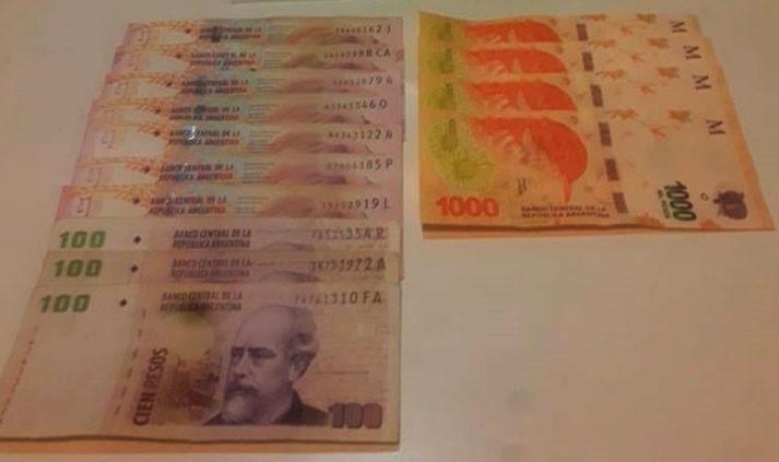 Una mujer olvidó su tarjeta en el cajero, y un joven extrajo 5 mil pesos
