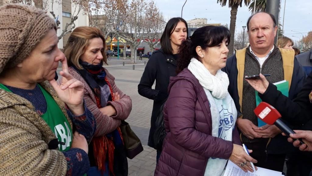 Los gremios docentes se juntaron en el Centro Cívico con un reclamo generalizado