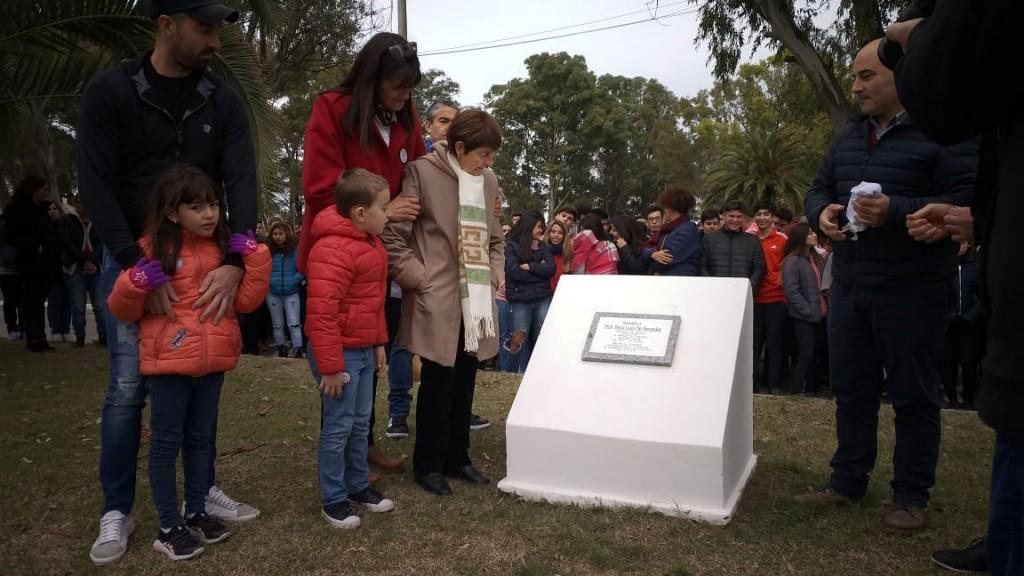 Se realizó la reposición de la placa recordatoria a Raúl Luís De Benedet
