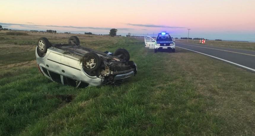 Alvear: Volcó un automóvil en el acceso de la ruta 61