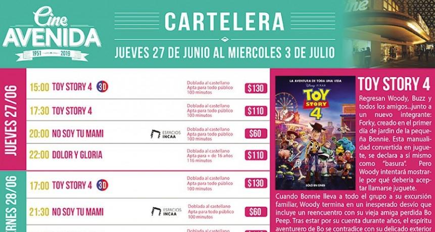 Cartelera XXL de Toy Story 4 en el Cine Avenida