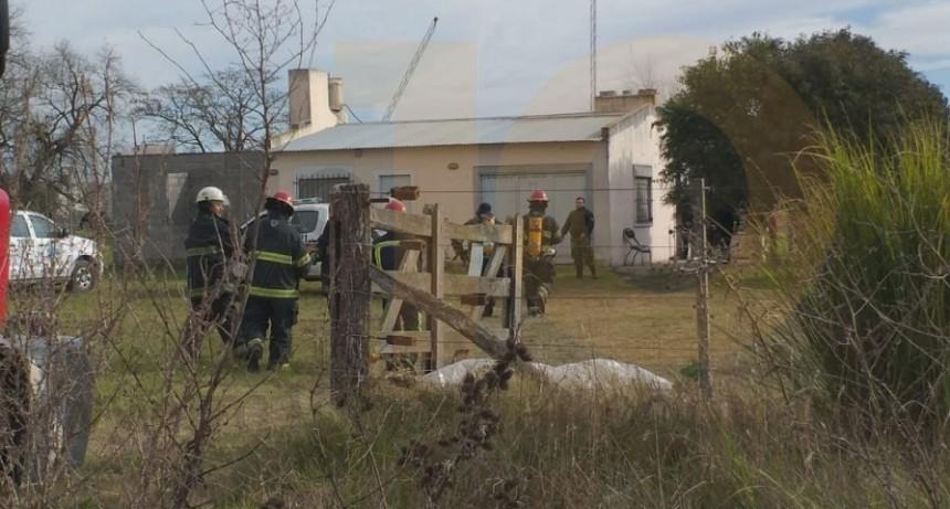 El aparente cortocircuito de un compresor produjo el incendio de una vivienda