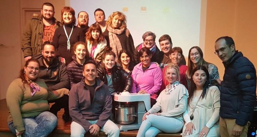 El Intendente Pisano entregó material a los estudiantes de gastronomía del IJS