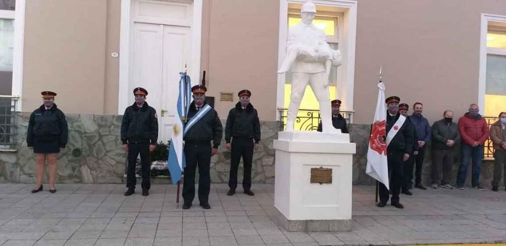 'Nunca hay que dejar de reconocer la vocación de servicio de los bomberos que velan por la seguridad de todos los bolivarenses'