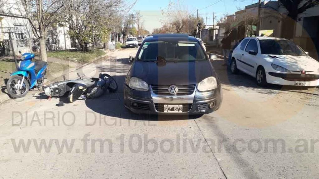 Impacto sin lesionados en calle Castelli