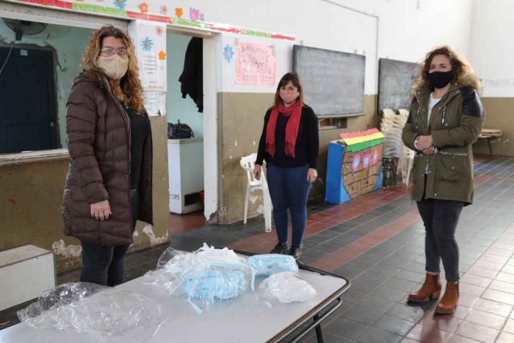 Bolívar Solidaria; Georgina Azparren realizó una donación de barbijos a los CAI