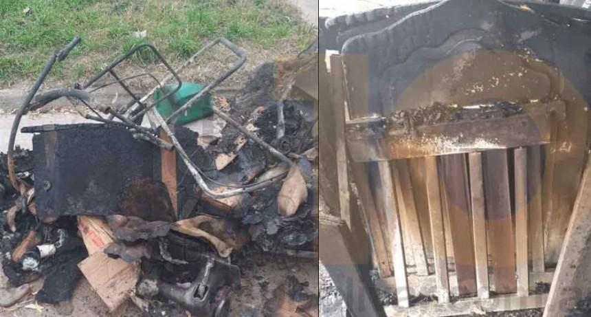Importantes pérdidas materiales tras el incendio de dos galpones en Barrio Colombo