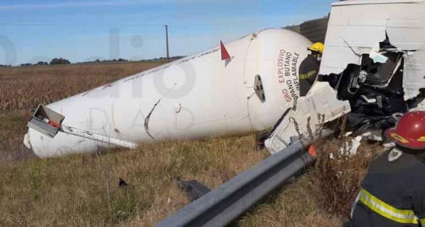 Se produjo el vuelco de un camión en ruta 205; Sin Heridos