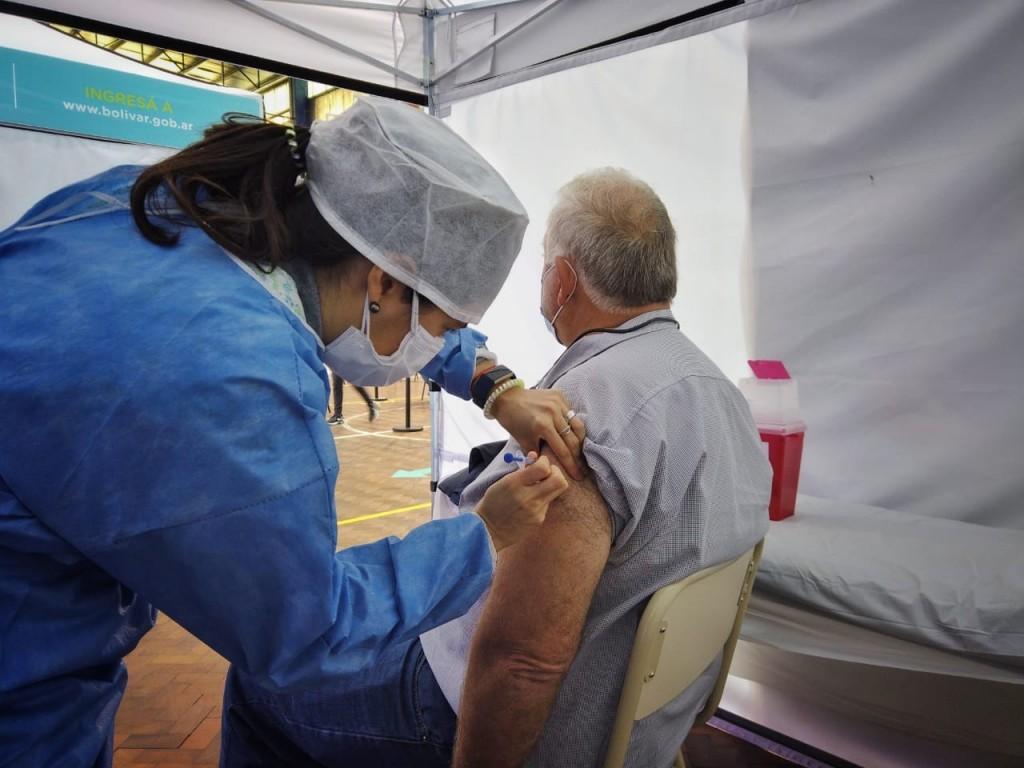 Llegaron más vacunas y ayer se aplicaron 465 dosis en el Vacunatorio Municipal