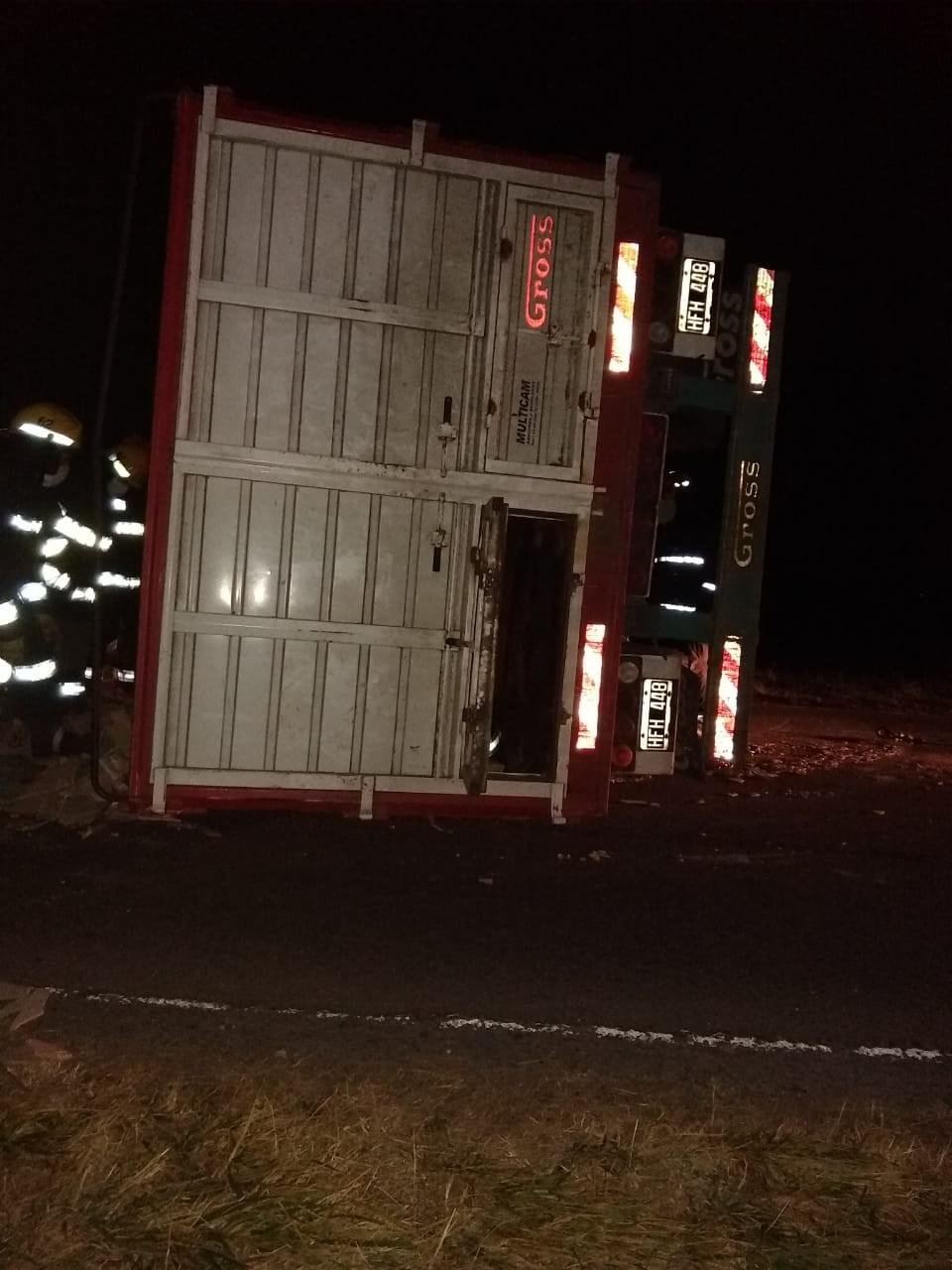 Ruta 205: Un camión volcó el acoplado que remolcaba a la altura de la bajada a Del Valle