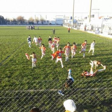 Los Galleguitos de la categoría 2003  de Empleados de Comercio lograron el pase a segunda ronda torneo infantil Luis Padín