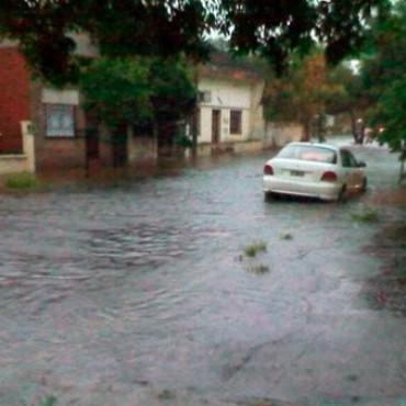 Una lluvia torrencial en Nueve de Julio  inundó calles y barrios