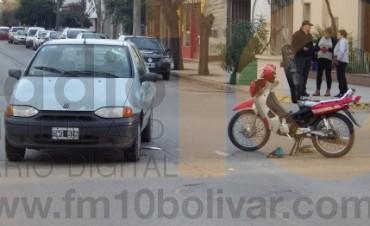 Un automóvil y una moto colisionaron en avenida San Martín y Güemes
