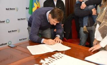 Vecinos viajaron a la 'Escribanía General de Gobierno', a firmar sus escrituras