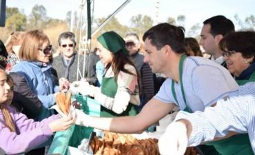 El municipio celebró el Día del Amigo con más de 8 mil tortas fritas