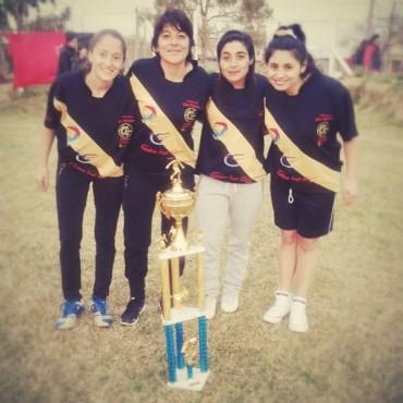 Cuatro bolivareses son las campeonas del 'Torneo de Fútbol Femenino' en Sporting