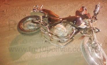 Un joven hospitalizado tras caída en su motocicleta
