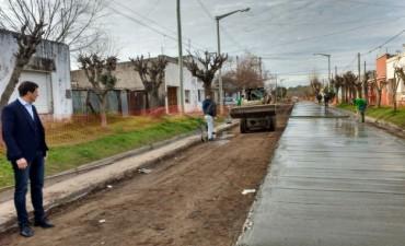 Pavimento Contínuo: Avanzan en Villa Diamante con más cuadras