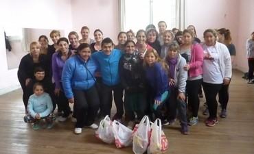 Carlos Pardo (Profesor de Zumba), entregó al Merendero 'Los Murgueros' donaciones