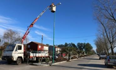 Se está colocando la nueva luminaria en la Cacique Coliqueo