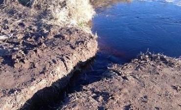 Mones Cazón: Realizaron un corte clandestino y el agua quedó en cercanía del casco urbano