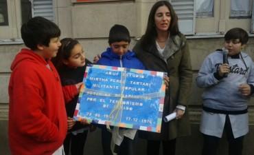 PARA RECORDAR: Se colocó una baldosa por la memoria de Mirtha Pérez Tartari