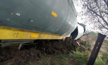 Trenque Lauquen: Una locomotora descarriló en el paso a nivel de Regimiento 3 de Caballería