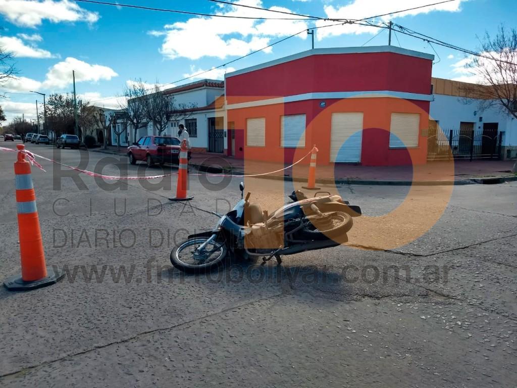 Accidente Moreno y Santos Plaza: La motociclista fue derivada al hospital y resultó sin lesiones