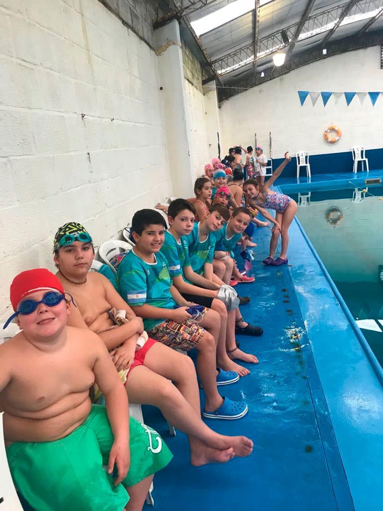 Buen desempeño de los alumnos del natatorio en Daireaux