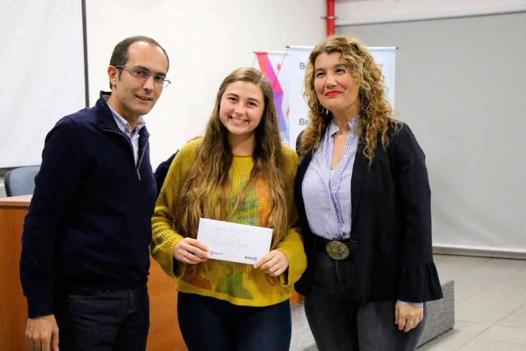 El intendente Pisano entregó 165 becas a estudiantes de Bolívar