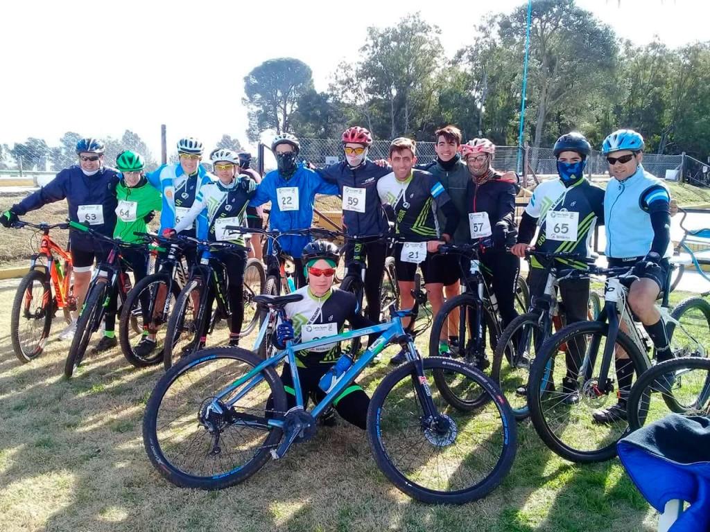 Excelente participación de la escuela de ciclismo en Carlos Tejedor