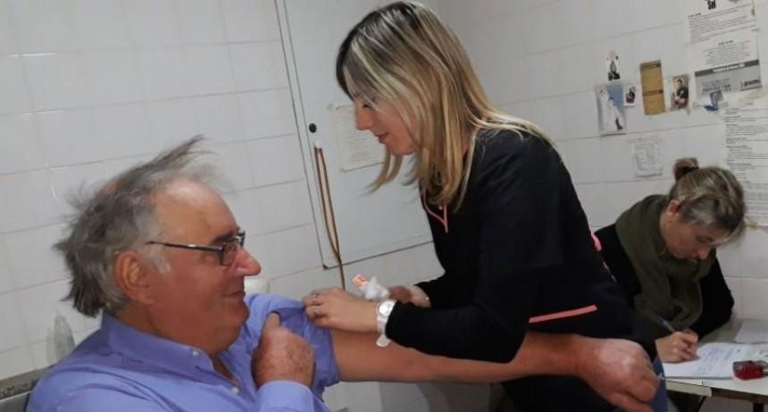 Pami vacunó gratuitamente contra neumonía en la Asociación de Jubilados y Pensionados