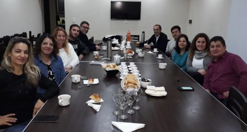 Pisano compartió un desayuno con los locutores locales
