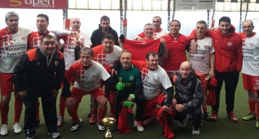 El senior del Club Casariego dio la vuelta con la copa de campeones en Mar del Plata