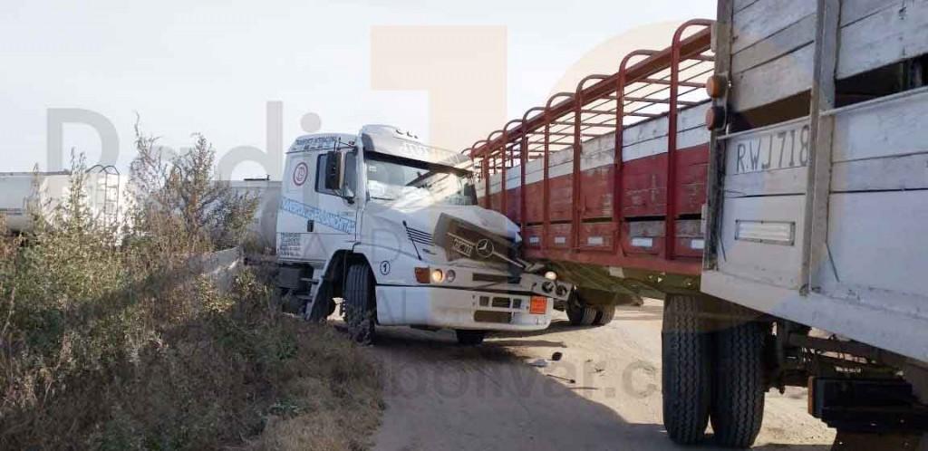 Espectacular impacto entre dos camiones en Ruta 65; sin heridos