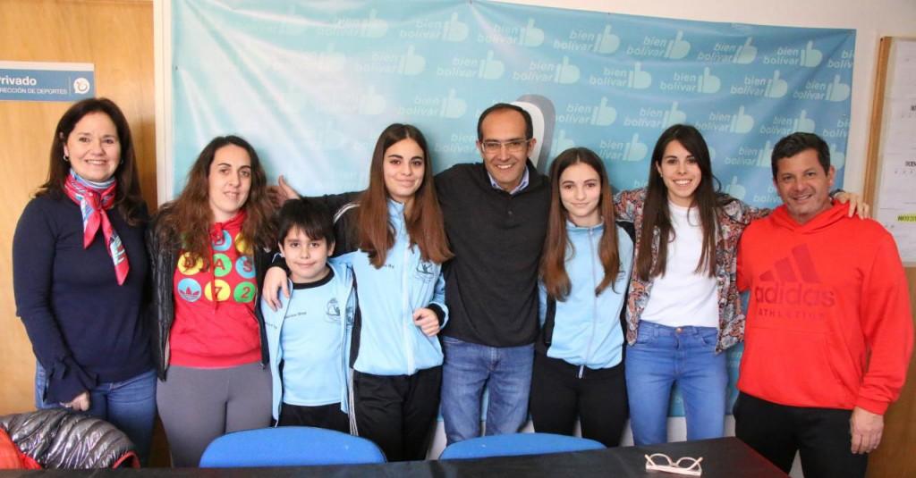 Pisano entregó un aporte económico a gimnastas de Bolívar