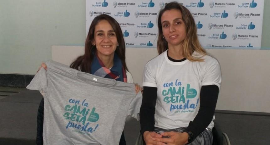 Brenda Sardón y el área municipal de discapacidad siempre con la Camiseta Bien Puesta