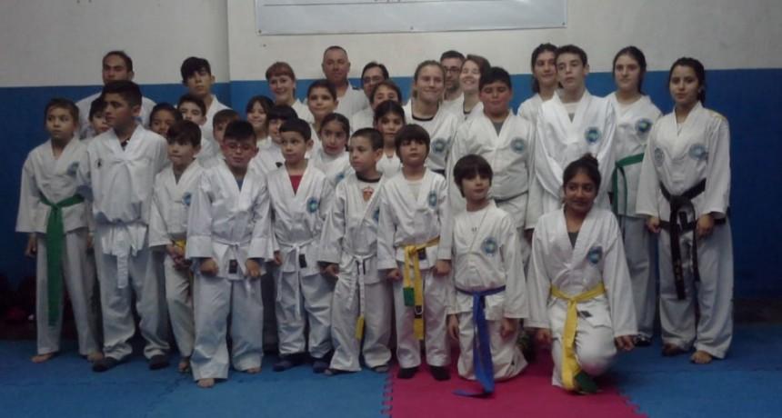 Exámenes y cambio de cinturones en la Escuela de Taekwondo de Jorge Ruiz