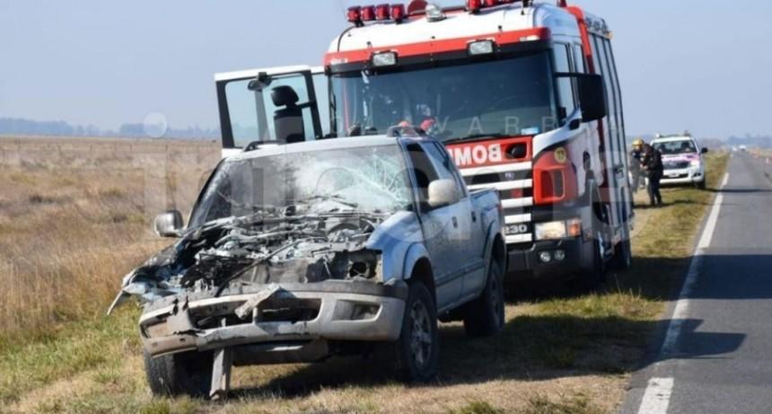 Espigas; Chocó con un camión y se le prendió fuego la camioneta, un hombre fue hospitalizado