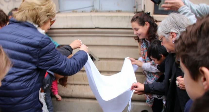 Se colocó una Baldosa por la Memoria de la bolivarense desaparecida Griselda Betelu
