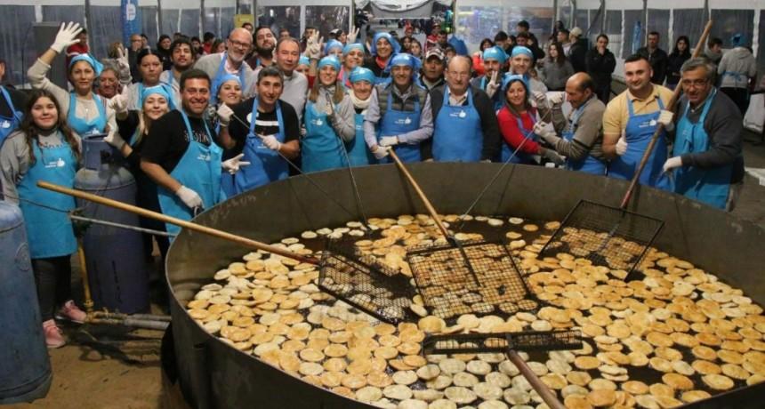 Tortas fritas y amigos en el Centro Cívico