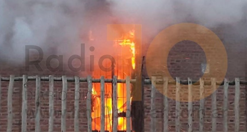 Incendio en barrio La Portada: Finalmente se descartó que alguien estuviera en el interior de la vivienda