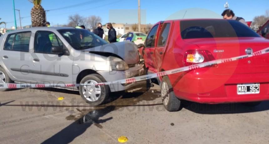 Dos conductores derivados al hospital local tras un fuerte impacto entre dos automóviles