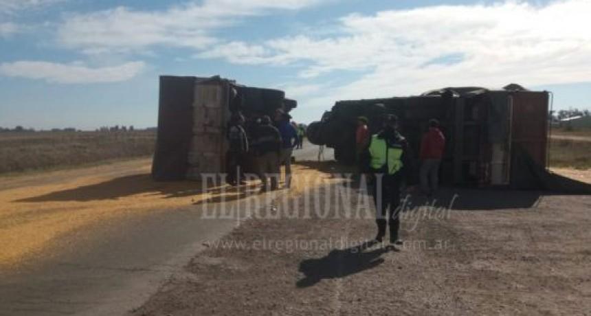 9 de julio; Ruta 65 con transito asistido tras volcar un camión con cereal
