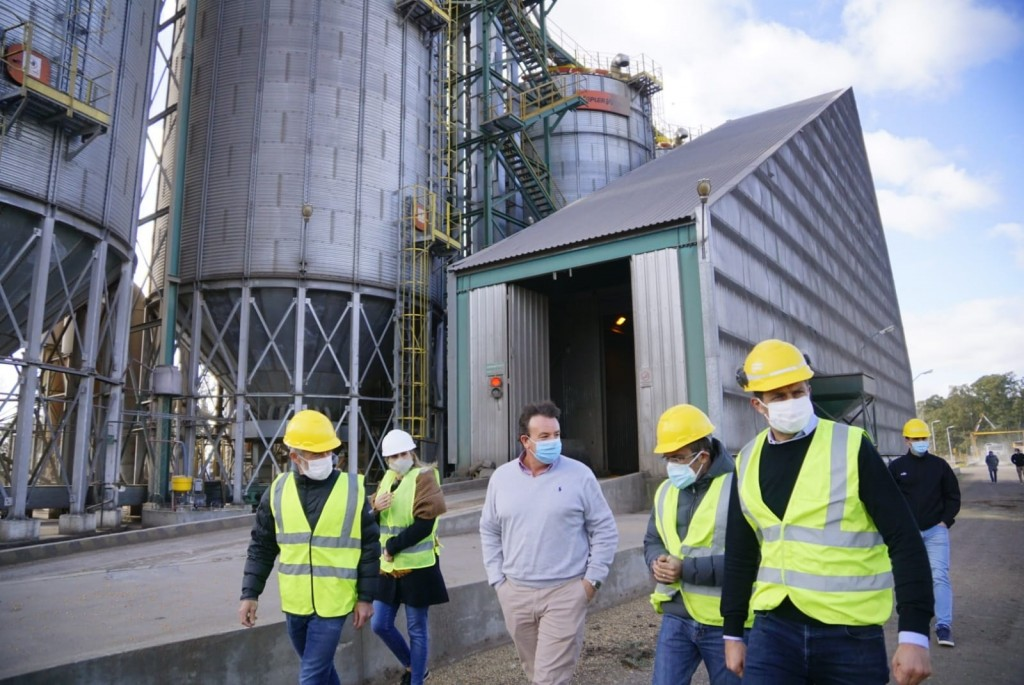 Cargill anunció una inversión cercana a los 4 millones de dólares en Ibarra. Pisano y Bucca recorrieron la planta y la obra junto a los medios locales
