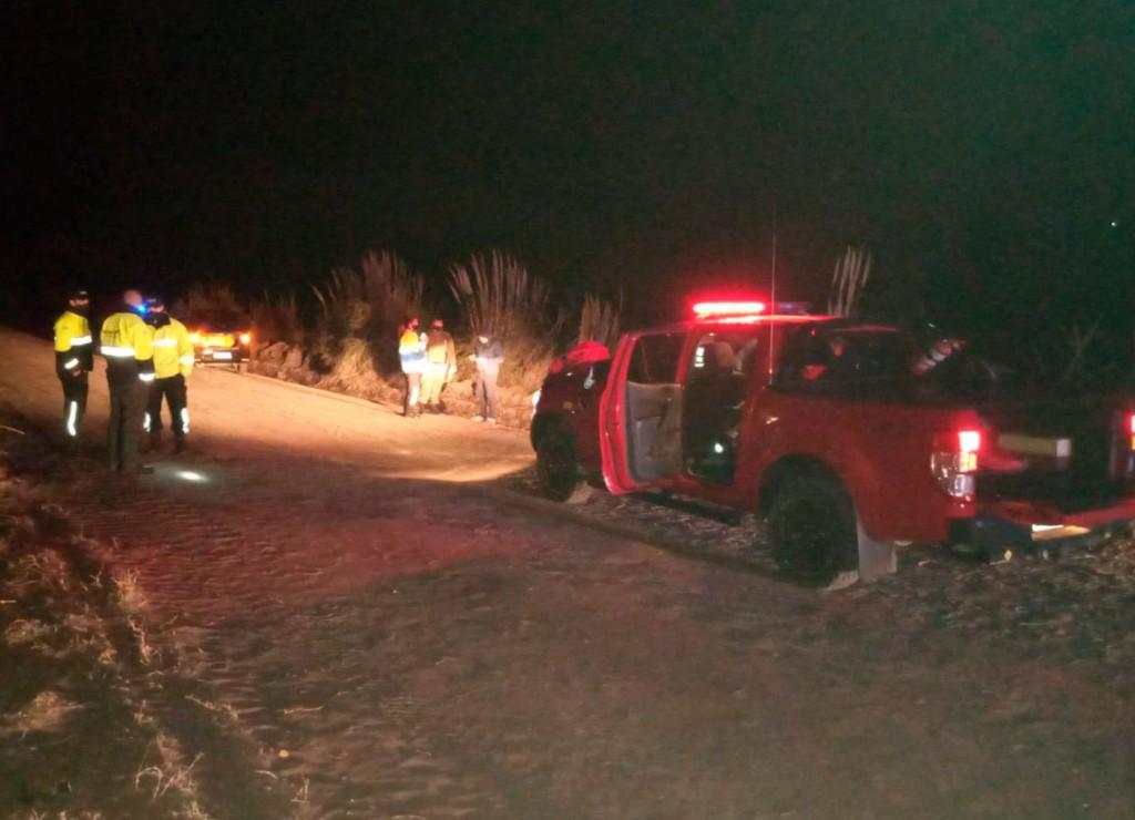 Un conductor fue trasladado hacia el hospital tras un vuelco en un camino vecinal