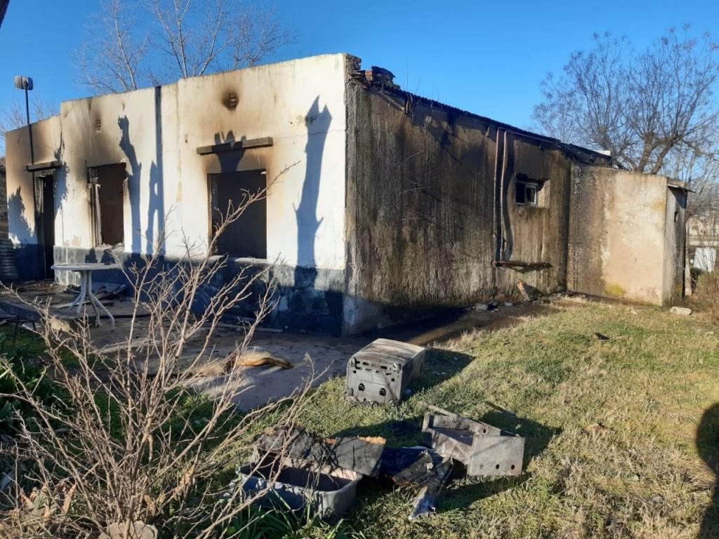 Se incendió una vivienda en Hale y su propietario perdió absolutamente todo